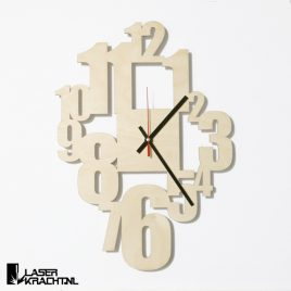 Klok wandklok getal getallen letters cijfers lasersnijder lasercutter berken berkenhout stil uurwerk slepende wijzer Laserkracht