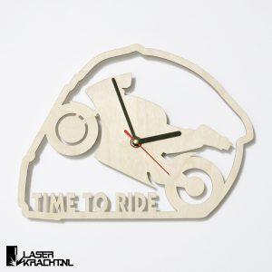 Klok wandklok racemotor motor motorfiets motogp motorrijden motorracen timetoride time to ride lasersnijder lasercutter berken berkenhout stil uurwerk slepende wijzer Laserkracht