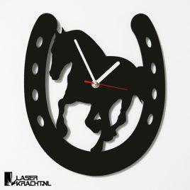 Klok wandklok galopperend paard galop draf paardrijden paardensport paarden ruiter lasersnijder lasercutter acrylaat plexiglas perspex zwart wit stil uurwerk slepende wijzer Laserkracht