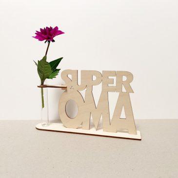 houten superoma super oma beste oma lief liefste cadeau kado kadootje reageerbuis reageerbuisje bloem bloemetje hout houten berken laserkracht